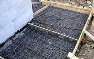 Как сделать отмостку дома на глинистой почве, на уклоне, видео